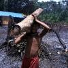 Prinzip und Bedingung der Arbeit vor Ort ist es, dass die Yanomami von Anfang an mithelfen. Durch die Einbindung der Indianer, empfinden diese das Projekt als ihr eigenes und fühlen sich auch für die Pflege und den Erhalt der Krankenstation verantwortlich.