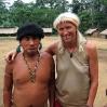 El Cacique y chamán de Ixima dio una amable bienvenida a Christina Haverkamp por su visita en 2005.
