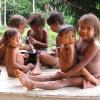 Yanomami-Kinder aus Ixima