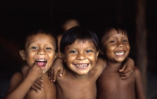 Niños yanomami