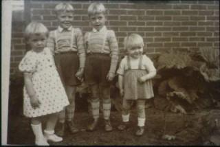 María, Alois, Gert y Christina, la menor de cuatro hermanos