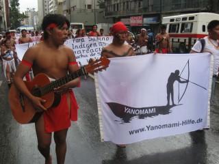 Yanomami-Hilfe e.V.-Fahne in den Straßen von Caracas