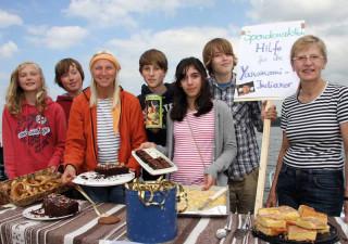 Mit einem Kuchenstand engagierten sich die Schüler der Kieler Privatschule Düsternbrook