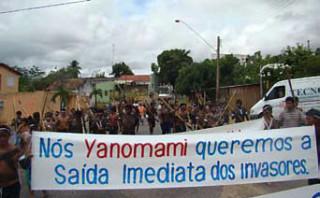 Yanomami demonstrieren in Boa Vista gegen eindringende Goldsucher