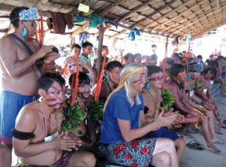 Christina Haverkamp als Zaungast bei der Yanomami-Versammlung