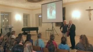 Schulleiter Alfons Bauer bedankte sich bei der Referentin für den informativen und beeindruckenden Vortrag.