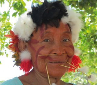 Auch die Yanomami-Frauen nehmen an den Versammlungen teil