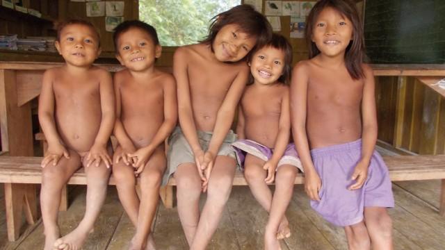 Die Yanomami-Kinder haben ein sonniges Gemüt und immer gute Laune