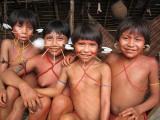 Niñas yanomami del Orinoco que viven en aislamiento.