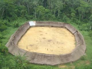 Es gibt Yanomami-Dörfer, die keinen Kontakt mit der Außenwelt wünschen