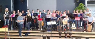 """25 Jahre Kirchenchor """"Yanomami"""" aus Rhynern mit der Leiterin Beate Langenhorst"""