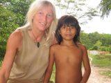 Lucia war als kleines Kind sehr krank und schwach. Jetzt hat sie sich dank unserer Krankenstation sehr gut entwickelt und ist die beste Schülerin des Dorfes.