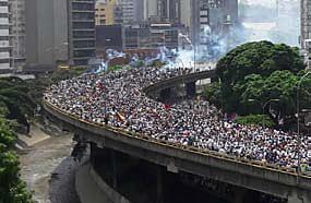 Massendemonstration gegen die Regierung in Caracas