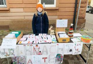 Sophie Weber verkauft ihre Weihnachtskarten