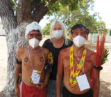 Surreales Bild,Yanomami mit Maske