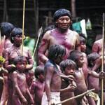 Davi Kopenawa, portavoz de los indígnas yanomamis, en un salón de la Casa de América en Madrid